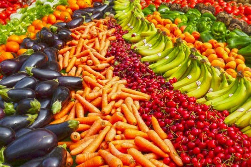 insightspodcast-fruit-vegtabkes-wellbeing-health-food-farmfriendy-organic-diet-bodyshotperformance